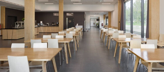 Uus ja moodne tehas, puhtad ja uued olmeruumid ning söökla, kus saab iga päev värsket ja kodust toitu, ootavad Sind