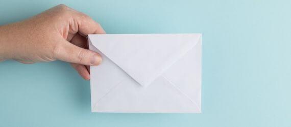 Кому и в каких сферах по-прежнему платят зарплату в конверте?